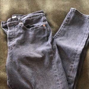 Levi's wedgie fit skinny jean. Washed black.